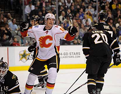 Tim Jackman scores one of three Calgary goals in the third period as the Flames finish off a comeback win in Dallas. (US Presswire)