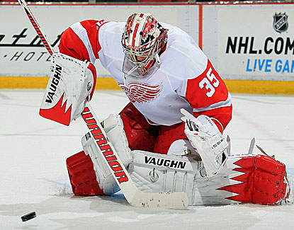 Red Wings goalie Jimmy Howard makes 33 saves for his first shutout of the season, helping Detroit to a needed win. (Getty Images)