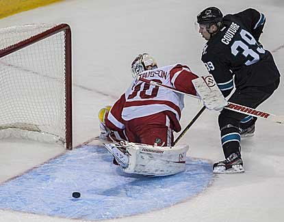 Red Wings goalie Jonas Gustavsson makes 25 saves (and keeps San Jose off the board in the shootout) in Detroit's 2-1 road win. (USATSI)