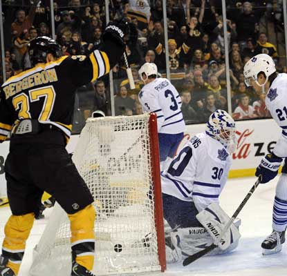 Patrice Bergeron tallies a goal and the Bruins move three points ahead of the Leafs in the Northeast. (USATSI)