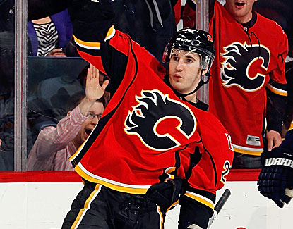 Curtis Glencross logs his second career hat trick in the Calgary Flames' win over Nashville. (Getty Images)