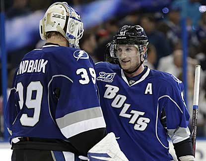Steven Stamkos scores an empty-netter for his 200th career goal as Tampa Bay rallies past Philadelphia. (AP)