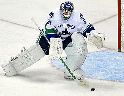 Cory Schneider makes 26 saves in his fourth consecutive start for Vancouver, winner of four straight. (Getty Images)