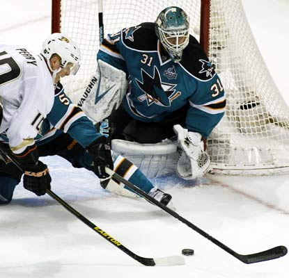 The Ducks can't get anything past Sharks goalie Antti Niemi, who records his second shutout of the season.  (AP)