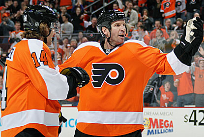 Mike Knuble helps the Flyers snap a four-game slide after starting the day six points out of the eighth and final playoff spot. (Getty Images)