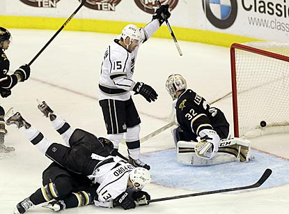 Brad Richardson celebrates after putting a shot past Stars goalie Kari Lehtonen and putting the Kings ahead to stay.  (AP)
