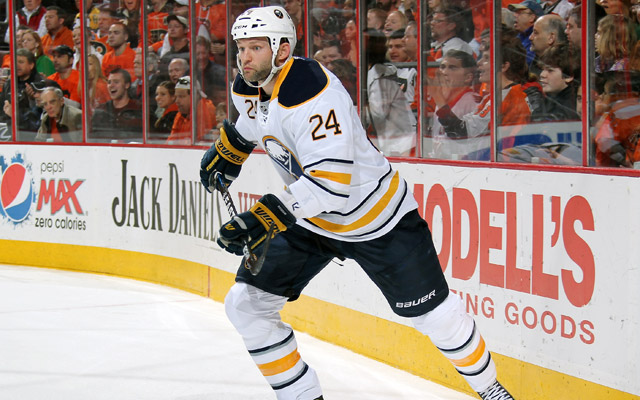 After waiving his no-movement clause, Robyn Regehr is reportedly headed to Los Angeles. (Getty Images)