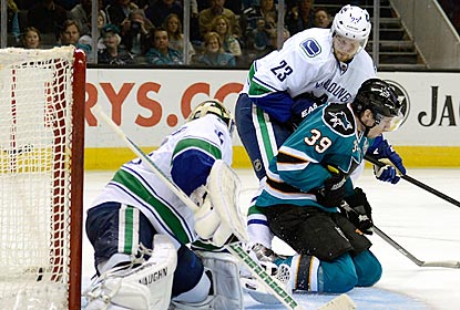 San Jose's Logan Couture (39), scores when he inadvertently pushes the puck into the net with his skate.  (Getty Images)