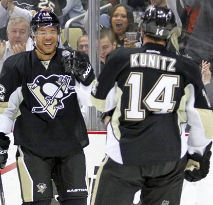 There's some good news for the Penguins: Jarome Iginla scores his first goal since being traded to Pittsburgh.  (Getty Images)
