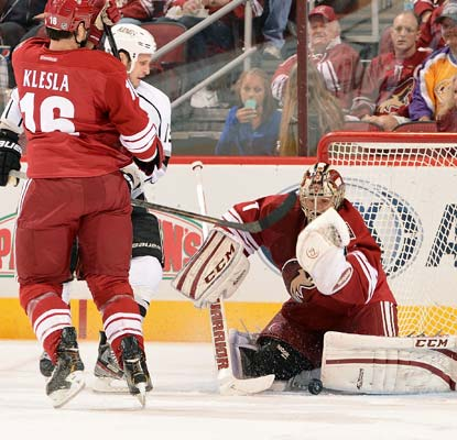 Goalie Jason LaBarbera stops 39 shots for the Coyotes, who are fighting for their playoff lives.  (Getty Images)