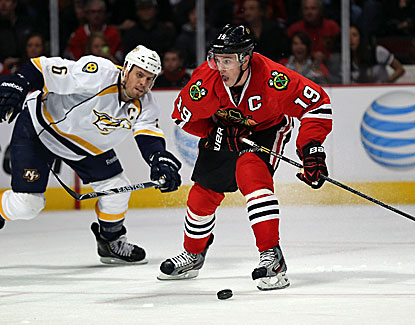 Chicago's Jonathan Toews scores a key goal for the Blackhawks during their rally against the Predators. (Getty Images)
