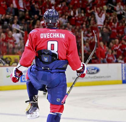 Alexander Ovechkin scores his league-leading 28th goal as the Capitals continue to pile up wins.  (USATSI)