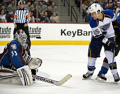 Colorado goalie Jean-Sebastien Giguere deflects one of the 29 shots he stopped in the Avalanche's victory. (USATSI)