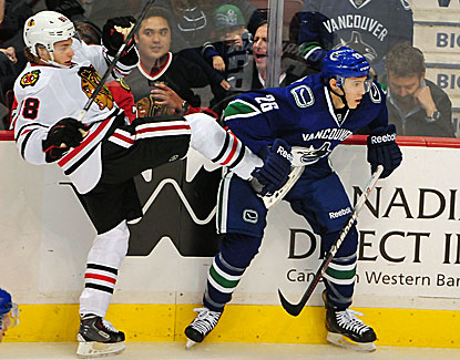 Patrick Kane and the Blackhawks have a leg up in the standings but fall 3-1 to Vancouver. (USATSI)
