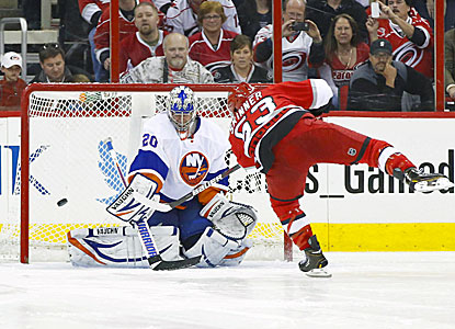 The Hurricanes' Jeff Skinner (right) scores the winner in a shootout against the Islanders. (USATSI)