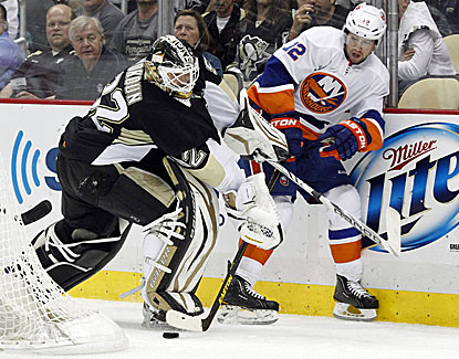 In his first playoff start in six years, Tomas Vokoun makes 31 saves to lead Pittsburgh to a 4-0 win over the Islanders. (USATSI)