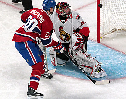 Ottawa goalie Craig Anderson makes one of his 33 saves as the Senators roll to a 6-1 win over Montreal. (USATSI)