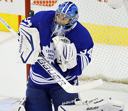 Goalie James Reimer loses his shutout bid late in the third, but stops 29 shots to help Toronto stay alive. (USATSI)