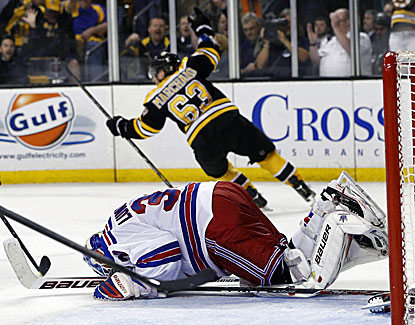 Boston's Brad Marchand beats Rangers goalie Henrik Lundqvist to send the Bruins to a 3-2 overtime win in Game 1. (USATSI)