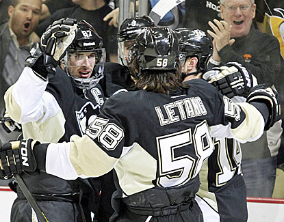 Sidney Crosby, left, nets the hat trick as Pittsburgh wins 4-3 to take a 2-0 series lead on Ottawa. (USATSI)