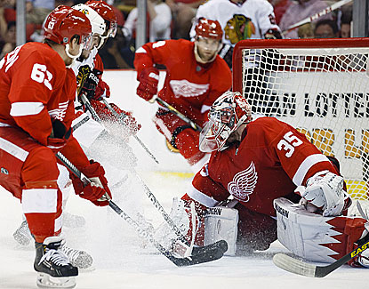 Red Wings goalie Jimmy Howard makes one of his 39 saves against the Blackhawks on Monday night. (USATSI)
