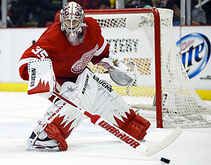 Jimmy Howard makes 27 saves, and the Detroit Red Wings take a 3-1 series lead over Chicago in the West semifinals. (USATSI)