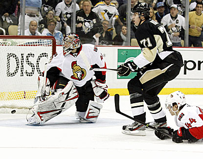 Penguins center Evgeni Malkin scores a goal past Senators goalie Craig Anderson. Malkin is one of four Penguins to score. (USATSI)