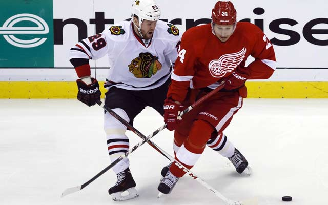 Bryan Bickell (right) and the Chicago Blackhawks beat the Red Wings at their own game. (USATSI)