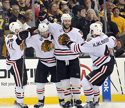 The Blackhawks stay busy on offense throughout Game 4, and do just enough to even the Stanley Cup Final. (USATSI)