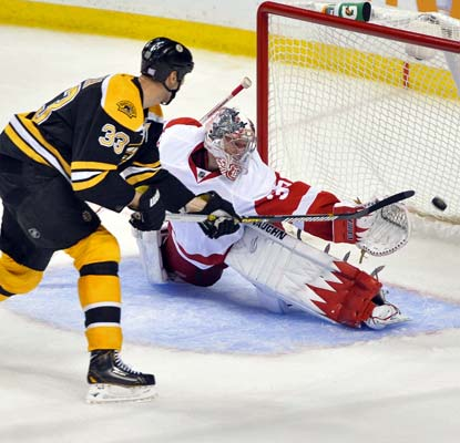 Bruins captain Zdeno Chara beats Red Wings goalie Jimmy Howard for a power-play goal in Boston's win.  (USATSI)