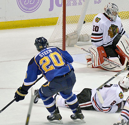 Alexander Steen slaps in the winning goal with less than 22 seconds left in regulation to move the Blues to 3-0 on the season. (USATSI)
