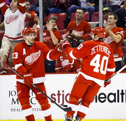 Henrik Zetterberg collects two goals and one assist and the Red Wings take care of the Flyers 5-2 Saturday night.  (USATSI)