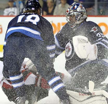 The Jets smother the Devils in front of goalie Al Montoya, who gets his fourth career shutout in a 3-0 victory.  (USATSI)