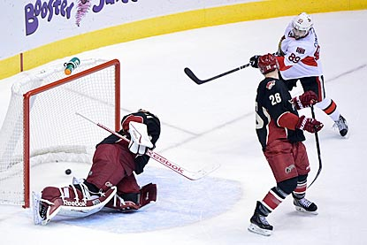 Ottawa's Cory Conacher puts the puck Phoenix goalie Mike Smith for the winning goal.  (USATSI)