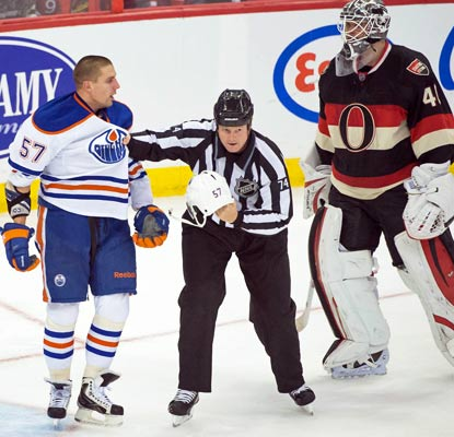 Edmonton's David Perron has some words with Ottawa goalie Robin Lehner as the Oilers end a five-game losing streak.  (USATSI)