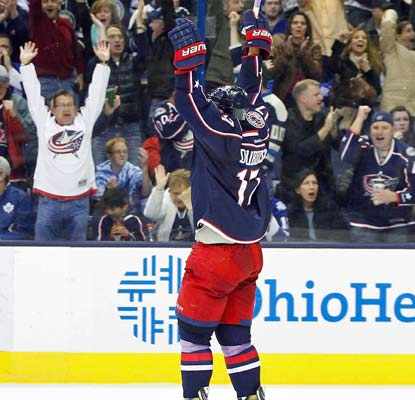 Brandon Dubinsky and the Blue Jackets crowd celebrate a goal in Columbus' 5-2 win over the Maple Leafs.  (USATSI)