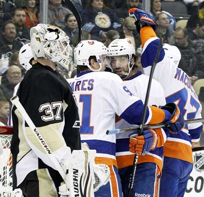 The Islanders put up three goals in the final 7:14 of the third period to get out of Pittsburgh with a huge victory.  (USATSI)