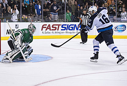 Andrew Ladd finds net in the shootout for the Jets, who snap a three-game losing streak. (USATSI)