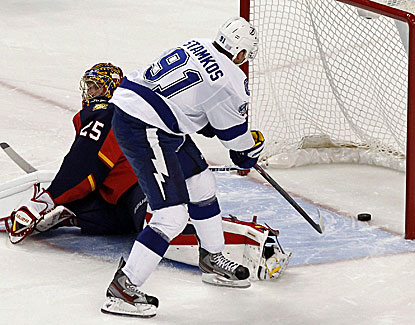 Steven Stamkos scores the deciding goal of the shootout, getting the puck past Florida's Jacob Markstrom. (USATSI)