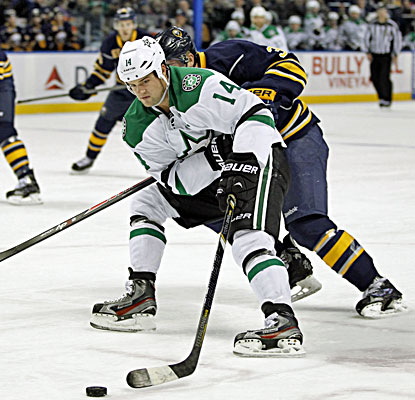 Jamie Benn's second-period goal proves to be the deciding goal against the Sabres. (USATSI)