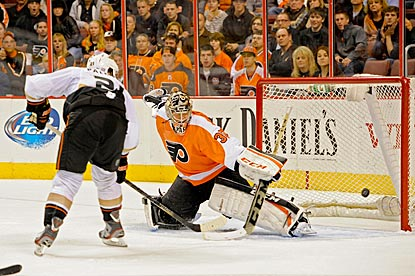 Kyle Palmieri completes Anaheim's rally by scoring the go-ahead goal against Steve Mason in the third period.  (USATSI)