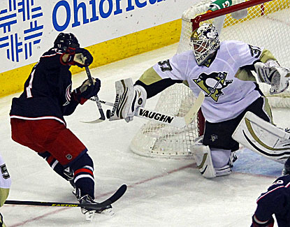 Pittsburgh backup Jeff Zatkoff, 0-2 coming in, makes several big stops but is not severely tested by Columbus. (USATSI)