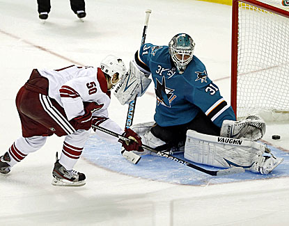 Phoenix's Antoine Vermette scores in the opening minute and then gets the game winner in the shootout. (USATSI)