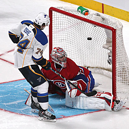 The Blues' T.J. Oshie scores in the shootout to give the St. Louis a 3-2 win over the Canadiens. (USATSI)