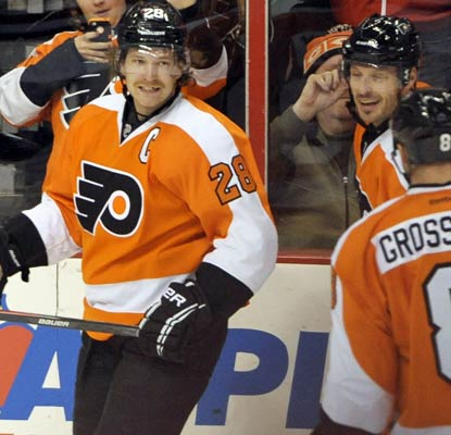 Claude Giroux's relief is evident after he scores in the third period, his first goal since April 15.  (USATSI)