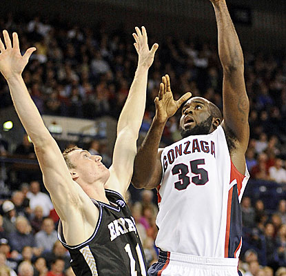 Senior big man Sam Dower scores 21 points and grabs 17 rebounds for Gonzaga in their opener. (USATSI)