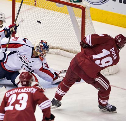 Shane Doan scores twice and the Coyotes mount a comeback to hand the Capitals their first loss in six games.  (USATSI)