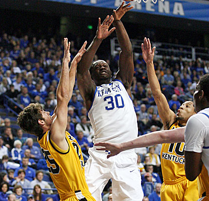 Kentucky freshman Julius Randle dominates again, scoring 22 points and grabbing 14 rebounds against Northern Kentucky. (USATSI)