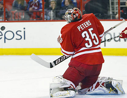 Goalie Justin Peters stops 33 shots to help the Hurricanes end the Avs' perfect run on the road.  (USATSI)