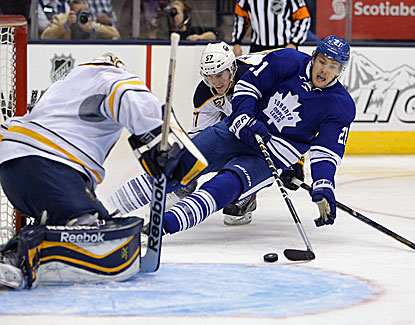James Van Riemsdyk, pointless in his previous five games, scores two goals to help lift the Maple Leafs. (USATSI)